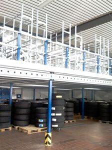 Lagerbühnen mit Reifenregale-Stahlkonstruktion Noordrek GmbH Lagerausstattung